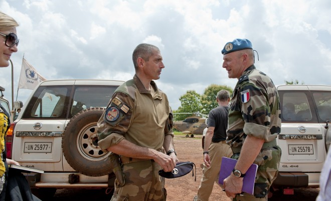 Brigadier General Frédéric Hingray (right), Force Chief of Staff for the UN Multidimensional Integrated Stabilization Mission in the Central African Republic (MINUSCA), speaks to a Colonel of the French military operation Sangaris, in Bangui.